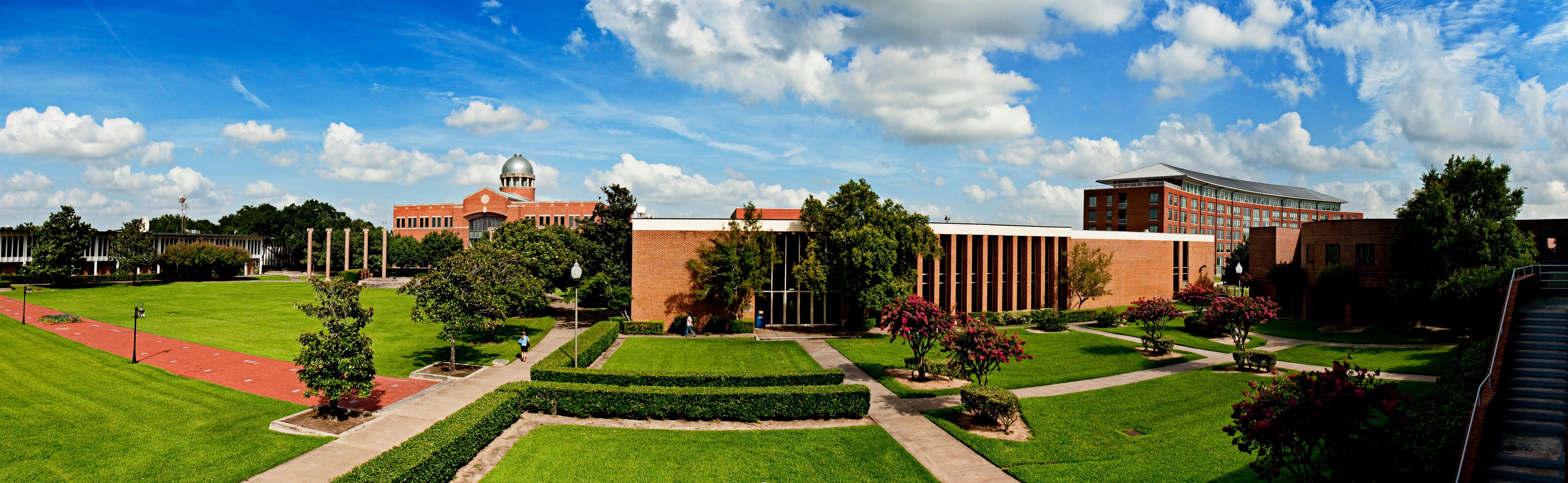 Houston_Baptist_Panorama_-_Wide_-1.jpg